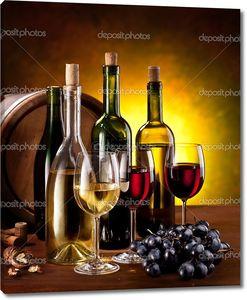Бутылки вина с дубовыми бочками