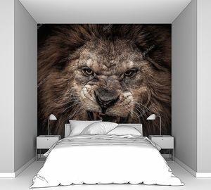 Рычащий сердитый лев