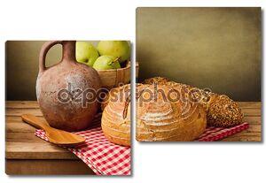 Классический Натюрморт со свежим хлебом и старинный кувшин