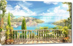 Терраса с видом на солнечный город и море