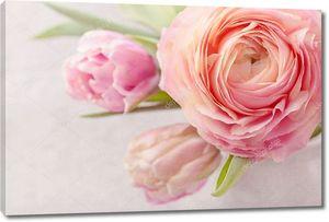 Розовые тюльпаны и пион