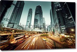 Трафик машин в Гонконге на время заката