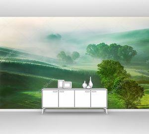 Зеленые поля с туманом Тосканы