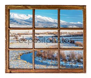 Вид из окна на горной реке