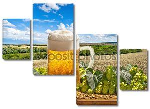 Натюрморт с пивом стекла и хмеля