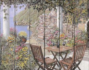 Столики на терассе с видом на город
