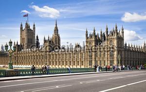 Лондон, Великобритания - 14 мая 2014: Биг Бен и Вестминстерский дворец на реке Темзе, Лондон Великобритания