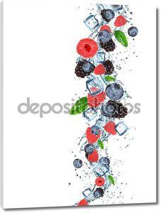 Всплеск свежих фруктов в воде