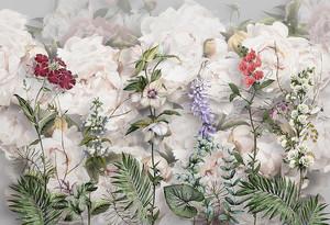 Полевые цветы на фоне роз