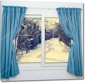 Вид из окна на зимний двор