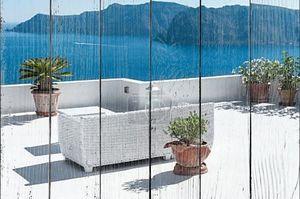 Красивая терраса с видом на вулкан на острове Санторини