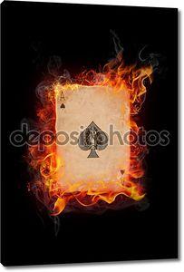 Старые старинные карты в пламени