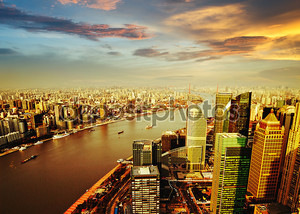 Шанхай pudong горизонта на закате