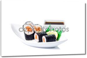 Маки суши морепродукты в белом фоне, изолированные на белом фоне