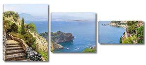 Вид с террасы на бескрайнее море