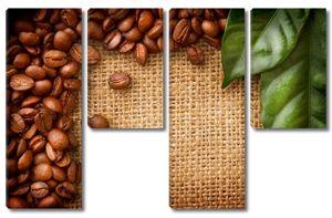 Кофейные зерна рядом с листьями