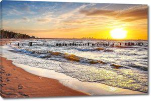 Закат на пляже в Балтийском море
