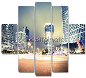 Ночная точка зрения века-авеню в Шанхай