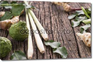 Специи и пряности на дереве