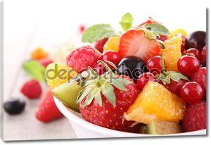 Изолированные фруктовый салат
