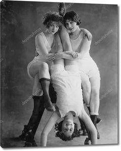 Портрет трех  женщин-акробаток