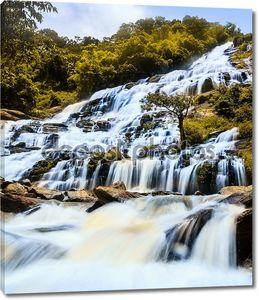 Мэй я водопад в doi inthanon Национальный парк