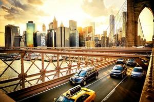 Бруклинский мост в солнечном Нью-Йорке