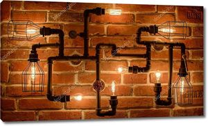 Чердак лампа с лампочками Эдисона на фоне кирпичной стены