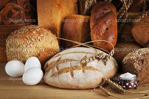Натюрморт с различным ржаным хлебом