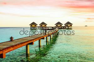 Красивые водные бунгало и пляжем в Мальдивы