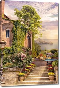 Каменная лестница к дому у моря