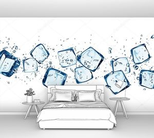 Кубики льда в воде брызги изолированы на белом