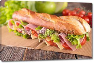 вкусный бутерброд с ветчиной