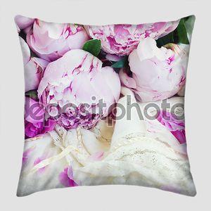 Розовые пионы на платье