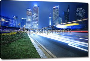 Современное офисное здание Радуга Рэй фон ночь в Шанхае
