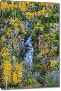 колорадские осенние цвета высокий горный каскад воды