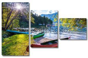 озеро bohinj с лодками