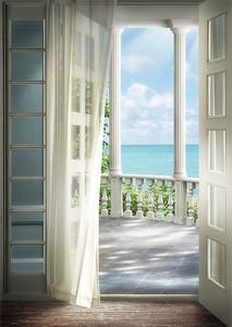 Открытый балкон террасы с выходом к морю