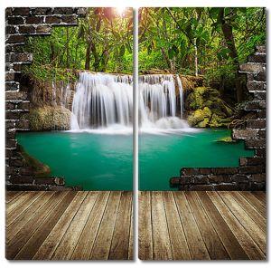 Вид на водопад через проем