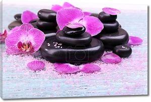 Фиолетовая орхидея и zen камни макро