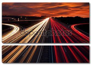 скорость движения - свет тропы на шоссе шоссе ночью