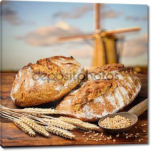 Свежеиспеченные традиционный хлеб