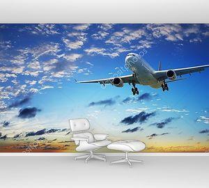 Реактивный самолет в небе заката
