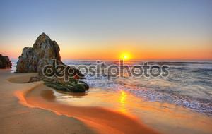 Восход солнца на пляже