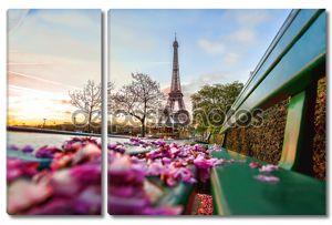 Эйфелева башня в весеннее время в Париже, Франция