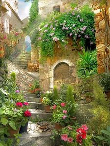 Высокая лестница вдоль домов