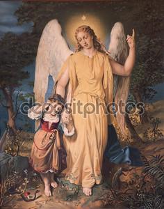 Словакия - 4 декабря: ангел-хранитель с ребенком. Типичный католическая печать изображений с начала 20-го. века в приходской здании Марианка на 4 декабря 2012 в Словакии.