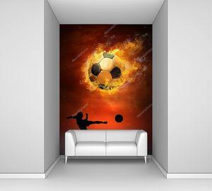 Футбольный мяч в огне  и силуэт футболиста