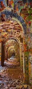 Полуразрушенные арки