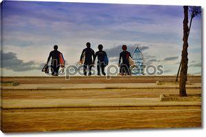 серферов на пляже СОМО (Испания)